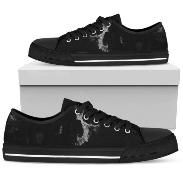 Black skull low top shoes 1
