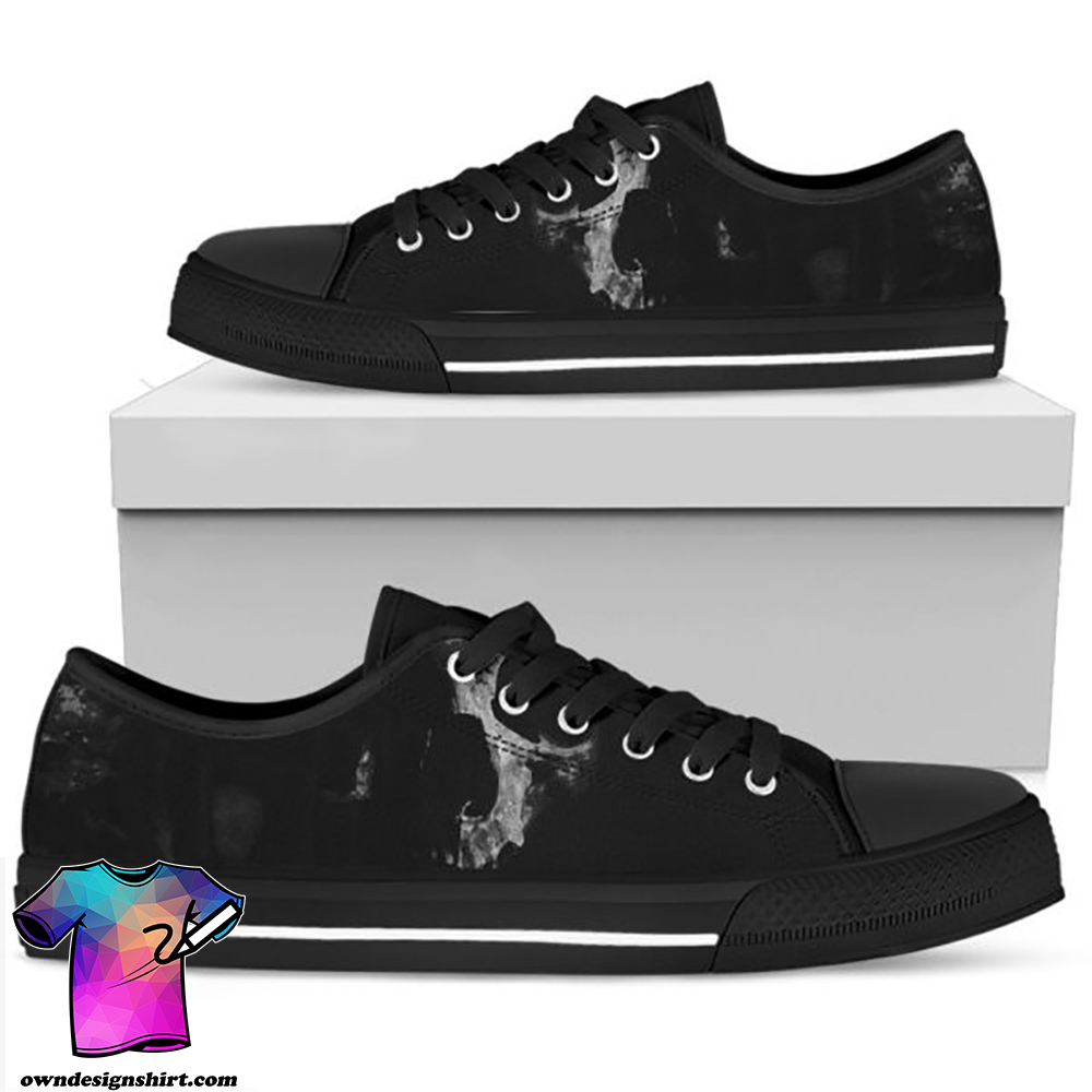 Black skull low top shoes