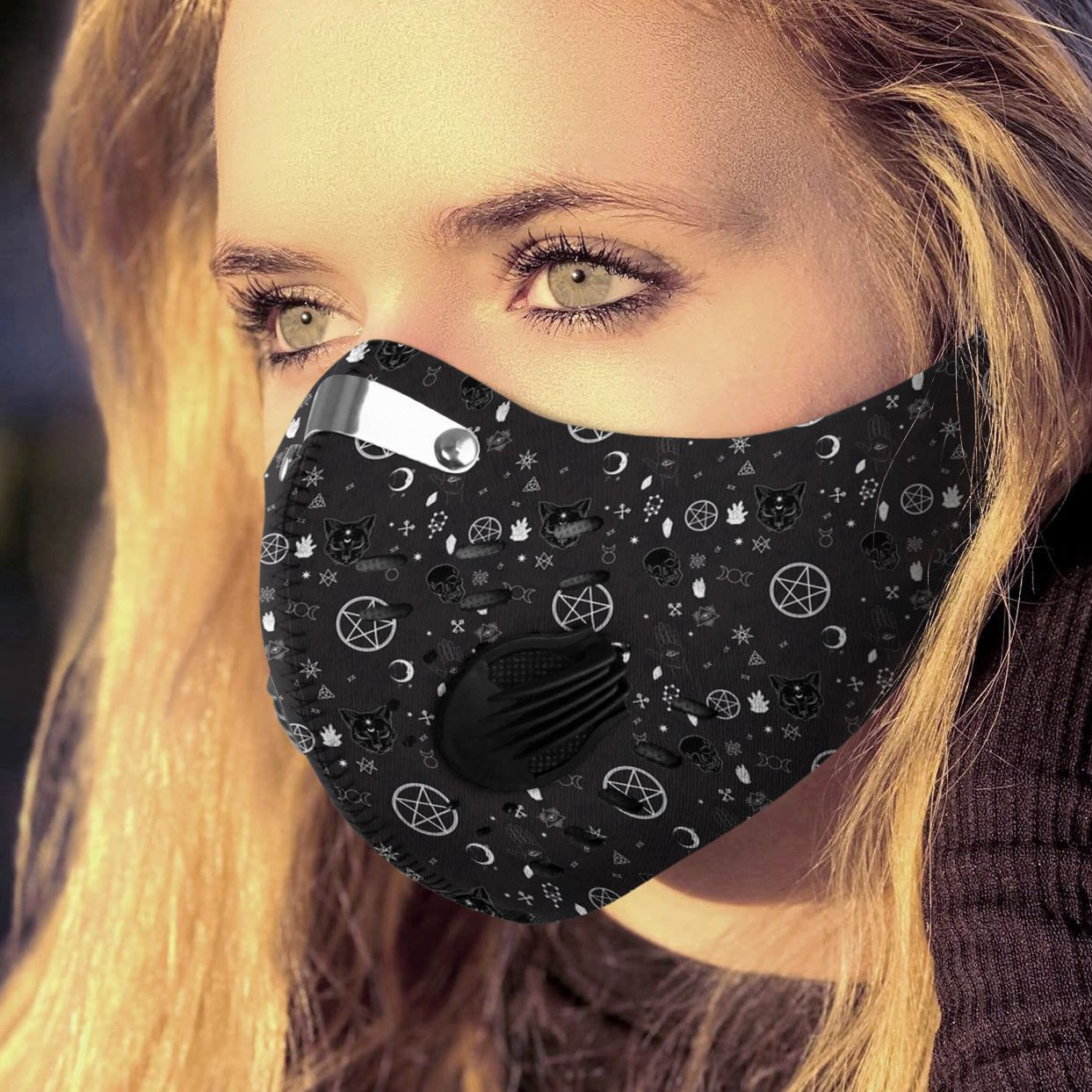 It's witchcraft things carbon pm 2,5 face mask 1
