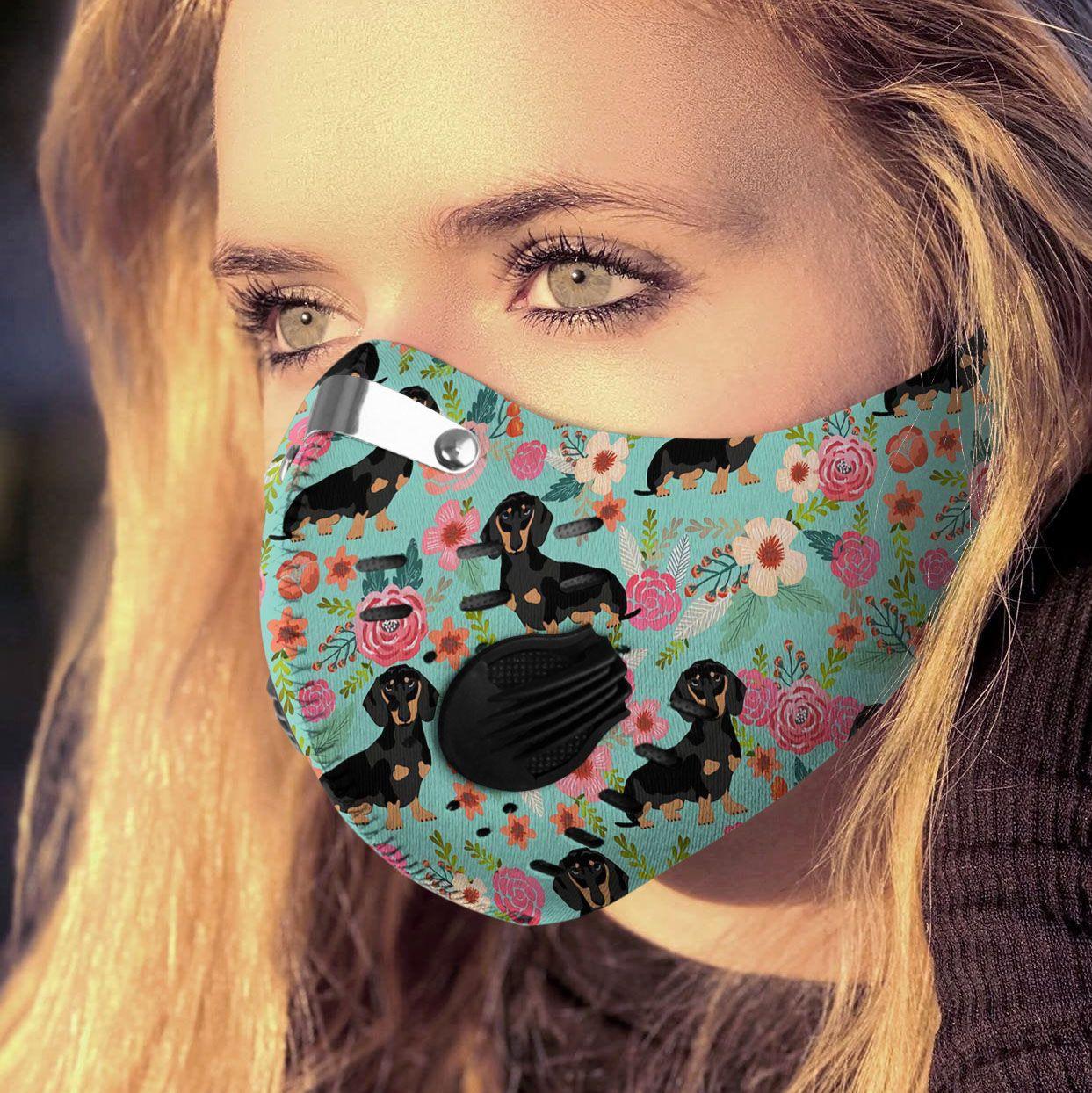 Love dog dachshund carbon pm 2,5 face mask 1