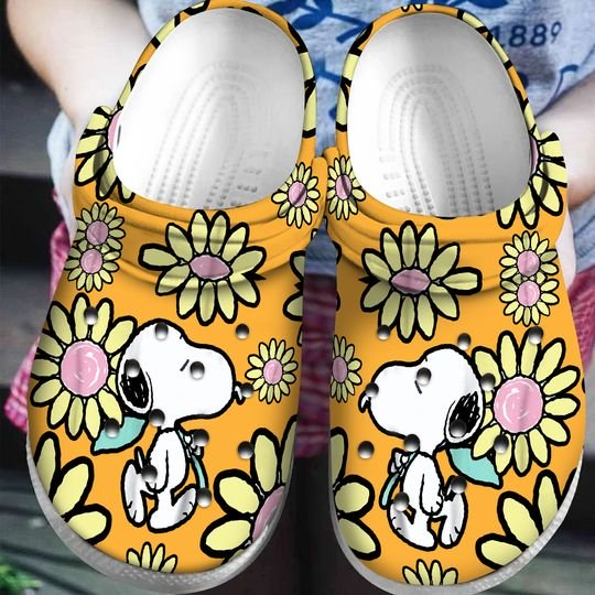 snoopy and charlie brown daisy crocband clog 1