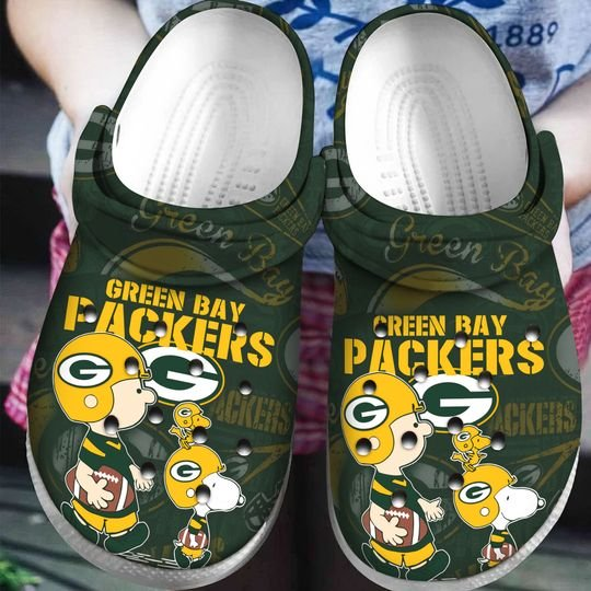 snoopy and charlie brown green bay packers crocband clog 1